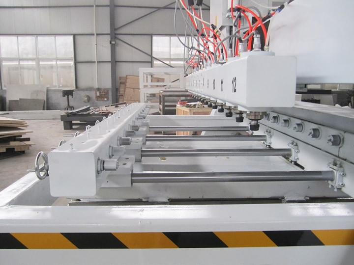 The Fourth Picture of Multi-heads 3D CNC Router with 12 spindles and rotary device