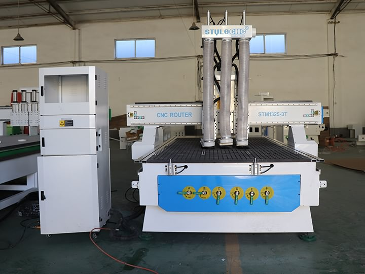 The First Picture of Economic Automatic Tool Changer CNC Router for sale