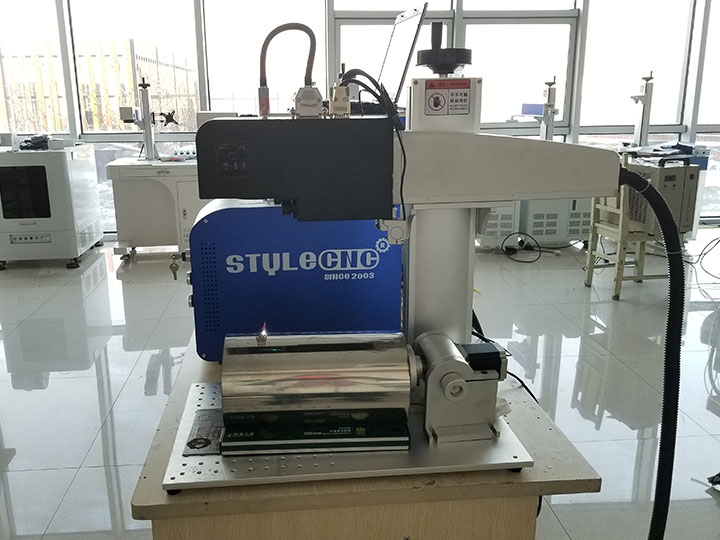 The First Picture of Dynamic Focusing Fiber Laser Engraving Machine with New Design