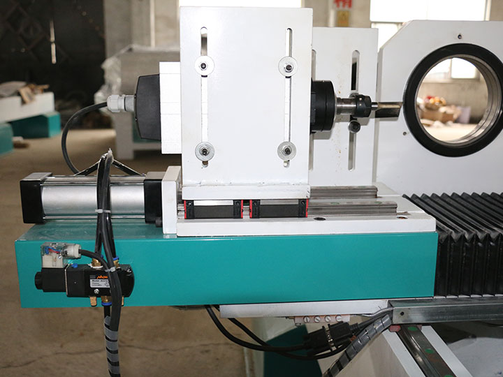 The Second Picture of CNC Woodworking Lathe Machine with Single Spindle and Double Cutters