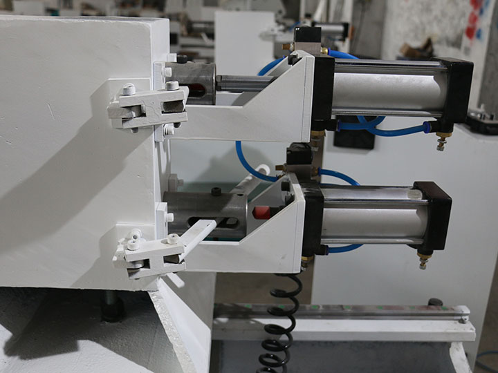 The Third Picture of Double Axis Automatic CNC Wood Lathe for baseball bats