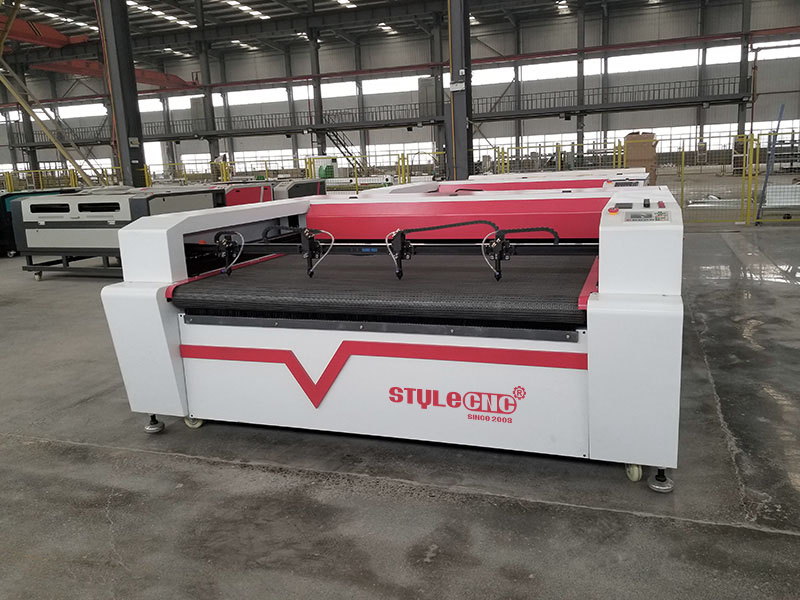 Four heads laser textile cutting machine