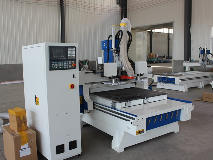 The Second Picture of 3 Axis CNC Machining Center with ATC system for woodworking