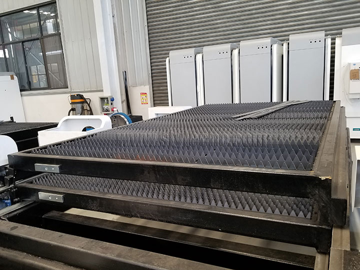 The Fourth Picture of High Power Fiber Laser Metal Cutting Machine with Exchange Pallet