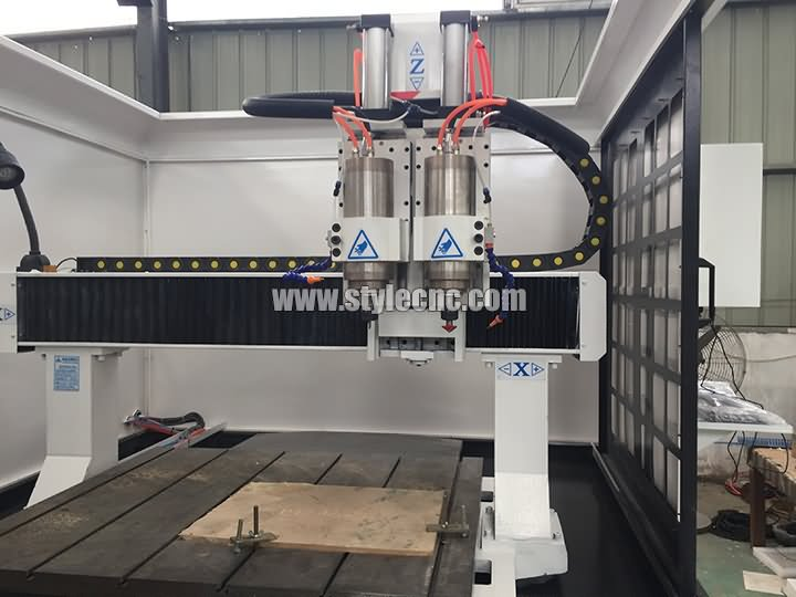 The First Picture of Full Automatic CNC Milling Machine for Mold Making
