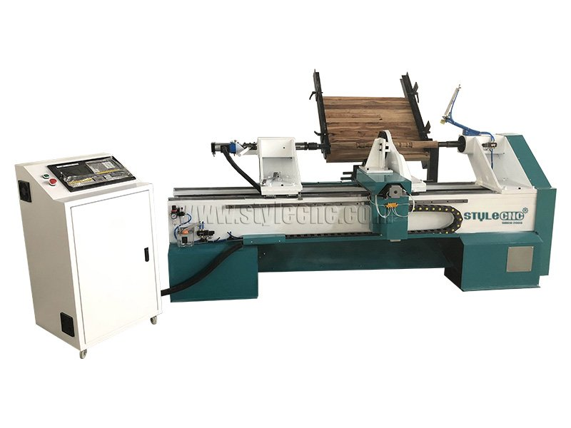 The First Picture of Automatic Feeding CNC Lathe Machine for Wood Turning