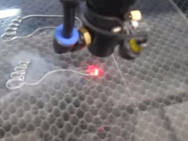 Acrylic laser cutting machine with dual laser cutting heads