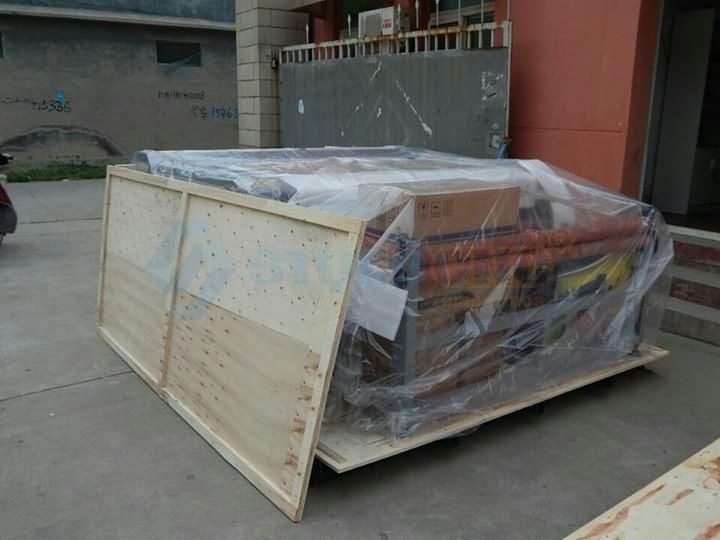 Fabric cutting machine inner package