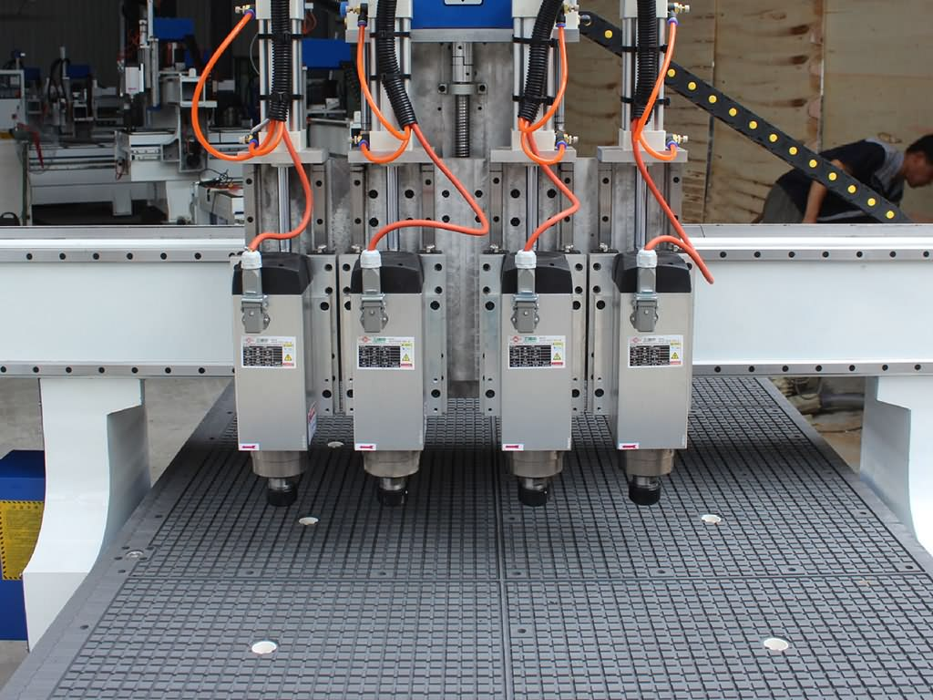 The Second Picture of 4x8 CNC Router for sale with Multi-spindles changing automatically