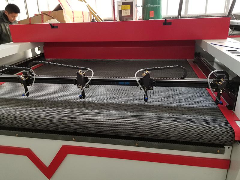 4 heads laser cutting machine