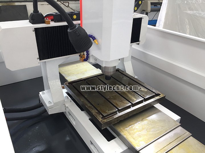 Automatic cnc metal engraving