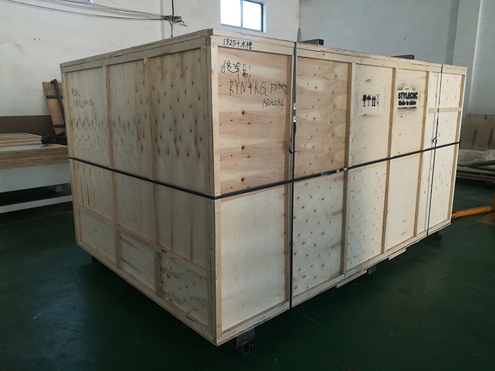 Package of 1325 CNC Router with 4 Axis Rotary Table