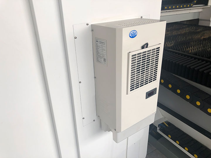 Independent electronic control cabinet with air conditioner