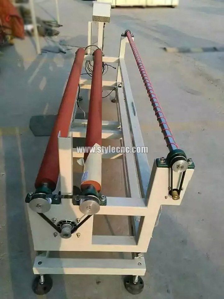 Laser fabric cutter automatic feeding system