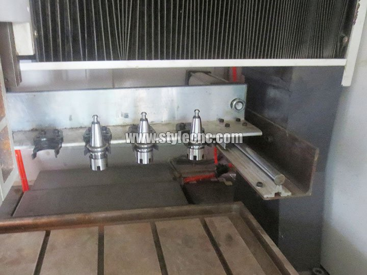 CNC moulding machine automatic tool changer