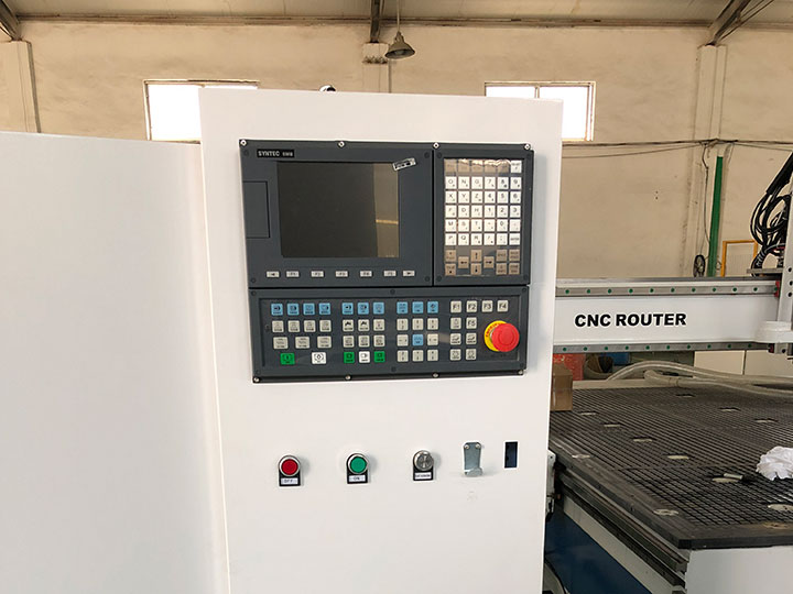 SYNTEC System and accessories for CNC wood carving machine with disc ATC system