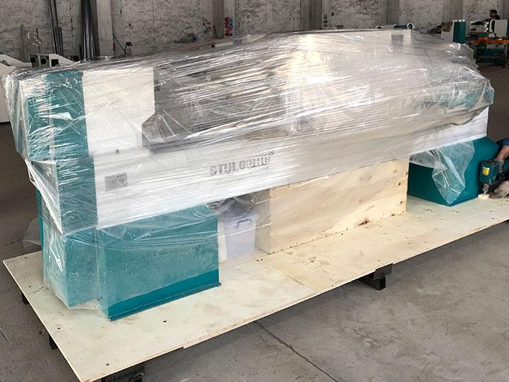 CNC wood turning lathe machine package inside