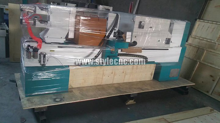 STL1516 CNC wood turning lathe machine is being packed