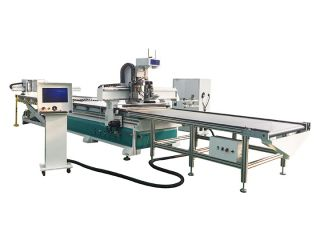 <b>Customized furniture CNC router with auto nesting software</b>