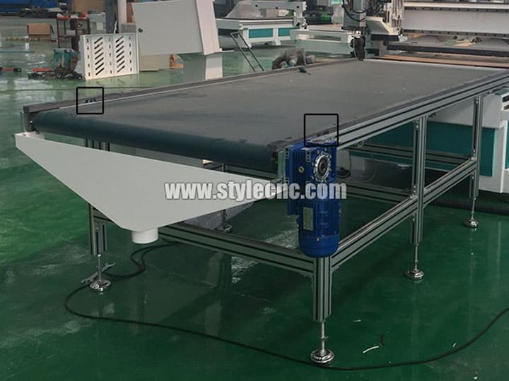 Automatic convey belt uploading system of Customized furniture CNC router
