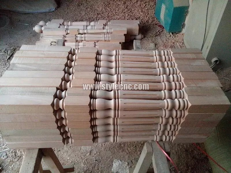 Wooden columns sample 10 making by CNC wood turning lathe machine