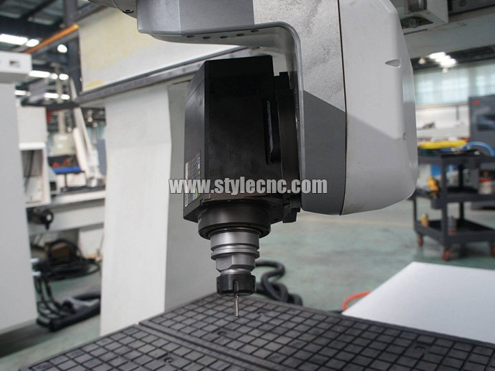 The Second Picture of Small 5 axis CNC machining center