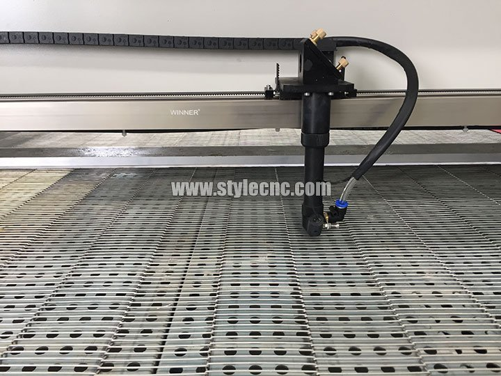 The Fourth Picture of Auto Feeding CO2 Cloth Laser Cutting Machine for sale