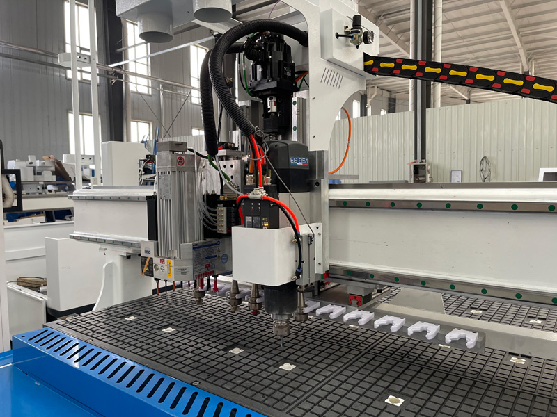 The Third Picture of Intelligent 3 heads CNC router machine with auto nesting system