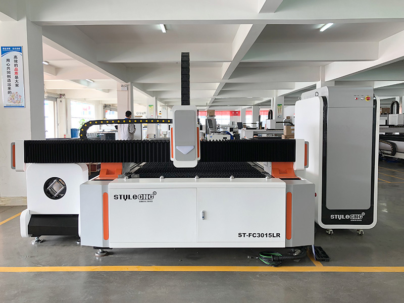 The First Picture of Fiber Laser Metal Pipe/Tube Cutting Machine