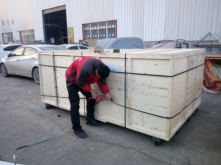 laser cutting machine delivery to Ecuador