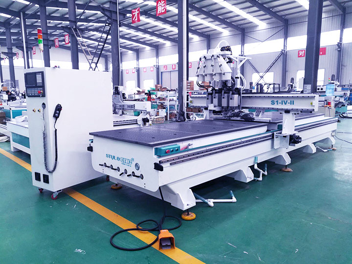 The First Picture of Wooden Door Making Machine CNC Router with Dual Table
