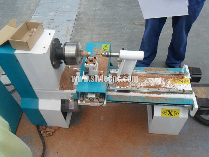 Mini wood lathe for wood turning
