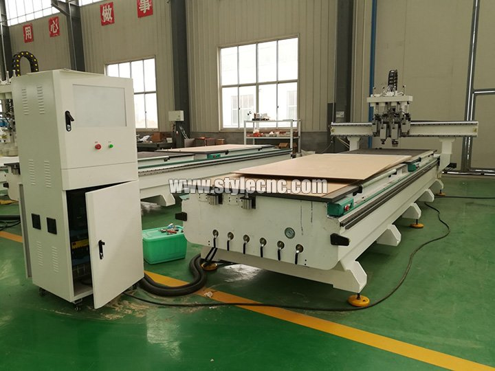 Pneumatic ATC CNC router with 4 spindles