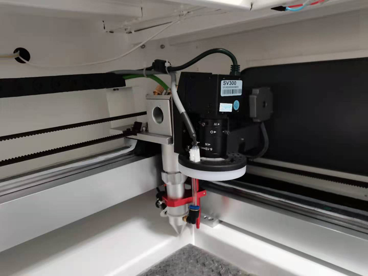 The First Picture of CCD camera laser cutter for fabric,leather,textile,garment