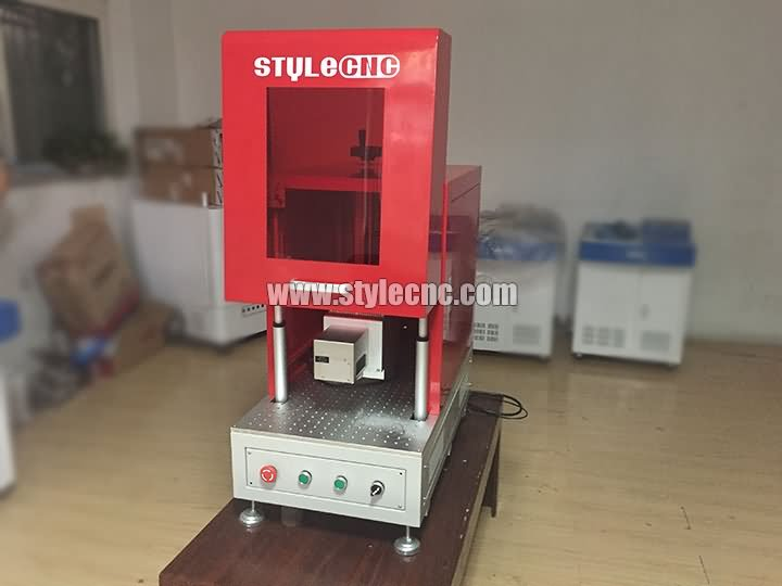 Fiber laser marking machine with protection cover