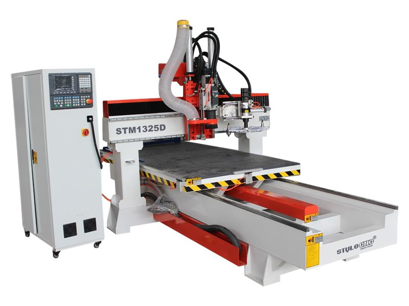 The First Picture of Moving Table CNC Router Machine with Automatic Tool Changer