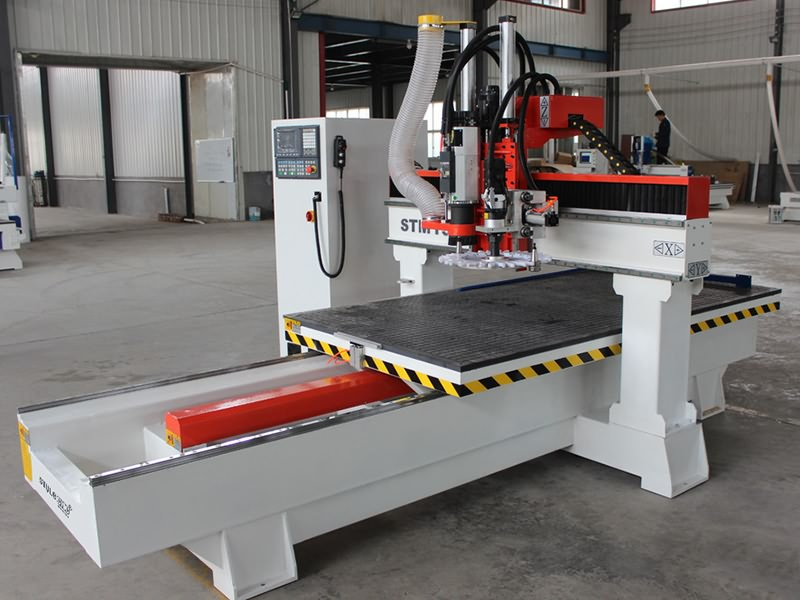 Moving Table Cnc Router Machine With Automatic Tool