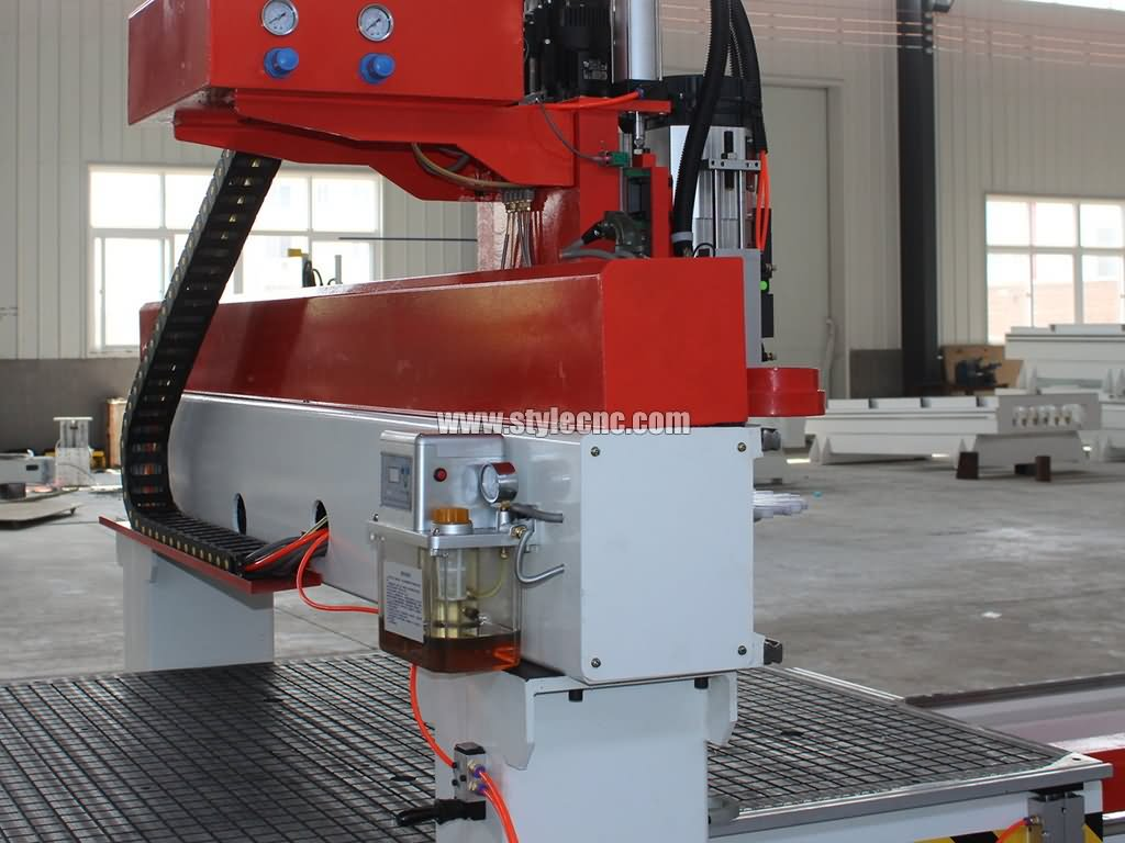 Automatic oil injection system