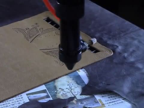 Leather laser engraving and cutting machine with CO2 laser tube