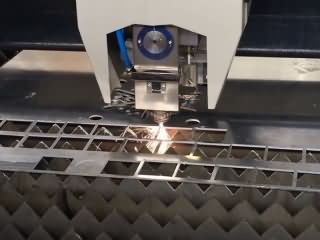1000 watts laser cutting machine with IPG fiber laser source for 3mm aluminum