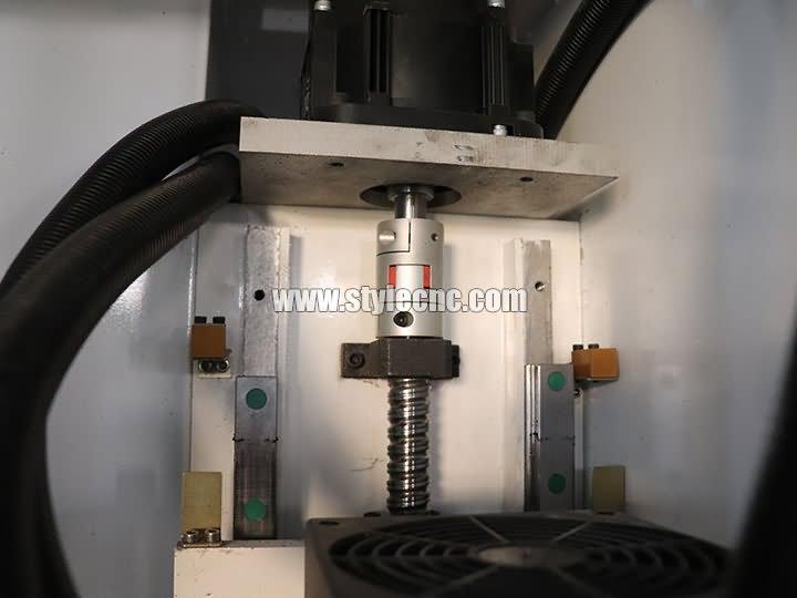 ball screw of Carousel ATC CNC machining center