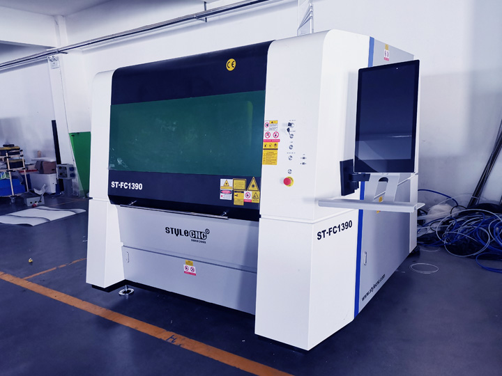 Fiber laser cutting machine for sign making