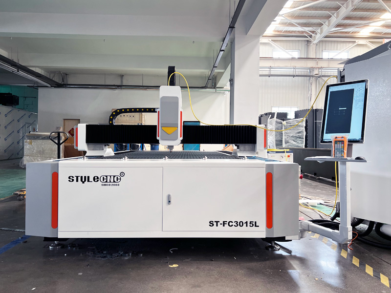 The First Picture of Heavy Duty Fiber Laser Cutting Machine for Sheet Metal Fabrication