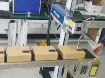 How to use an Industrial Laser Engraver with Online Flying System?
