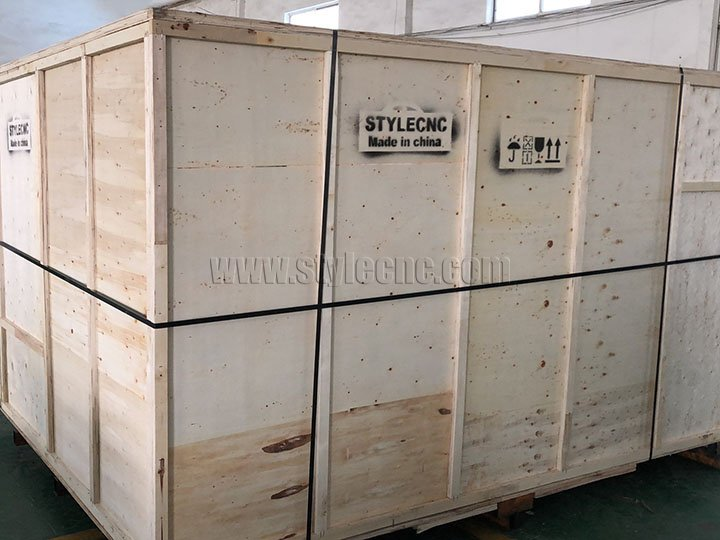 ST-FC3015L fiber laser cutter outer packaging