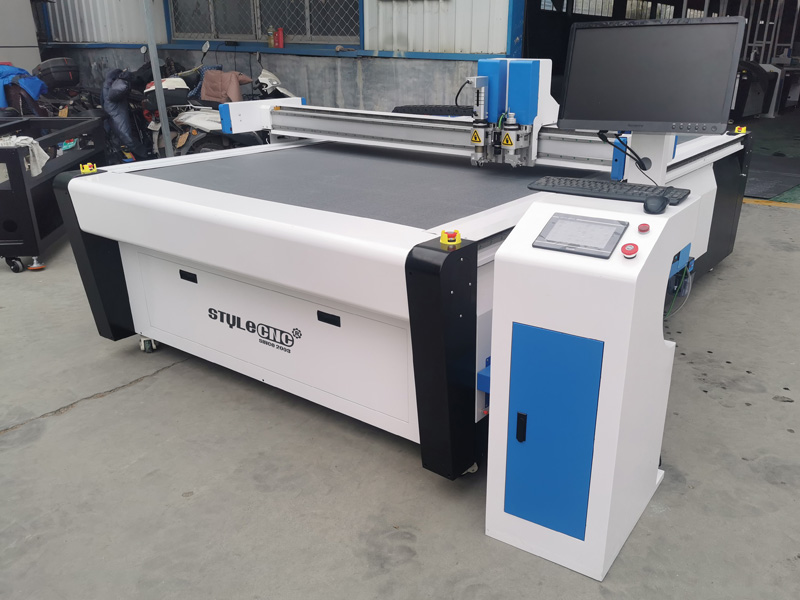 The First Picture of CNC Tangential Oscillating Knife Cutting Machine