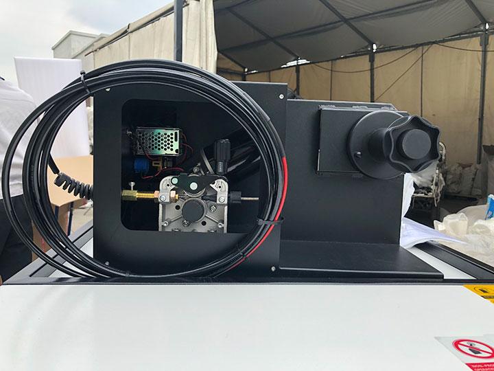 Auto feeding wire system