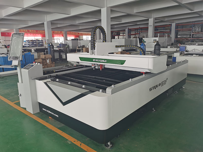 A Combined Fiber Laser and CO2 Laser Cutting Machine for Metal and Nonmetal