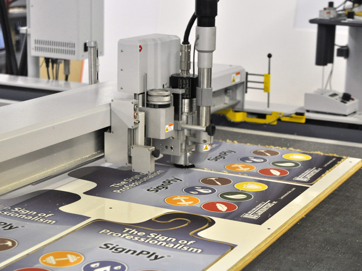 Flatbed Cutting Signs